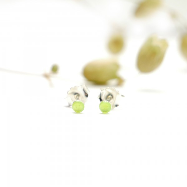 Sterling silver minimalist earrings with fluorescent yellow resin NIJI 17,00 €