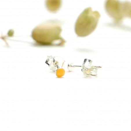 Sterling silver minimalist earrings with fluorescent orange resin NIJI 17,00€