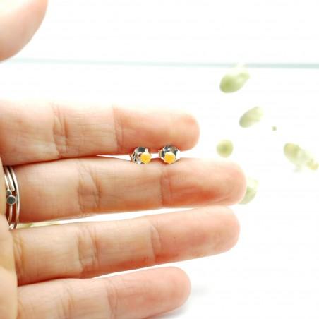 Minimalistische kleine Sterling Silber Ohrringe mit fluoreszierendes Oranges Harz NIJI 17,00€