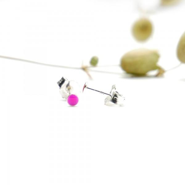 Boucles d'oreilles puces en argent massif 925/1000 et résine rose fuchsia collection Niji NIJI 17,00€