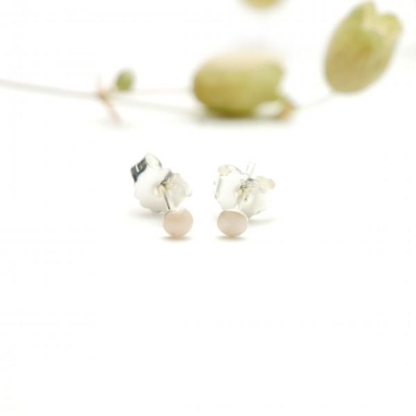Boucles d'oreilles puces en argent massif 925/1000 et résine rose clair nacré collection Niji NIJI 17,00€