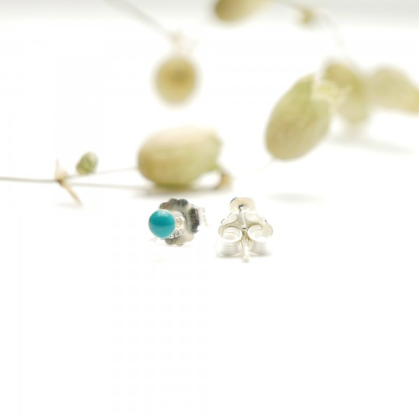Sterling silver minimalist earrings with turquoise resin NIJI 17,00 €