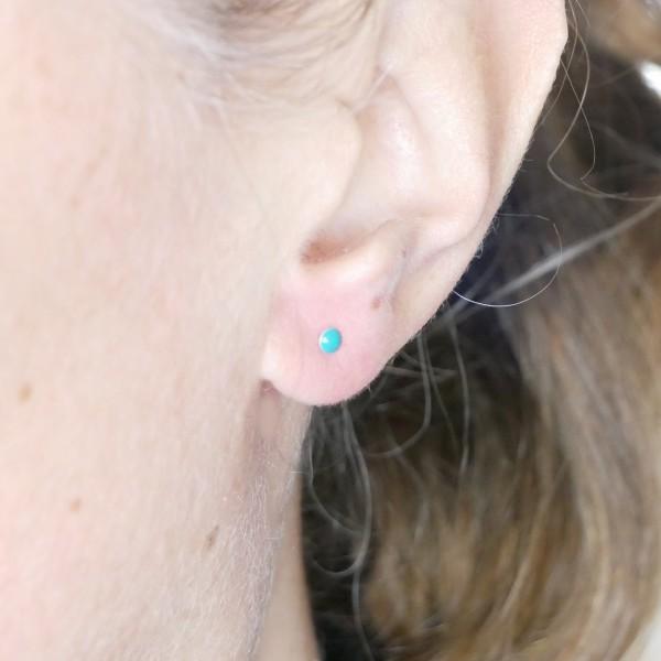 Boucles d'oreilles puces en argent massif 925/1000 et résine turquoise collection Niji NIJI 17,00€