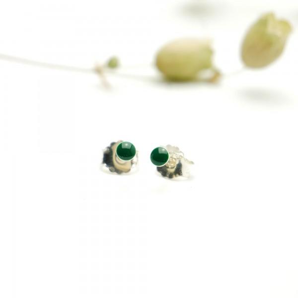 Boucles d'oreilles puces en argent massif 925/1000 et résine vert forêt collection Niji NIJI 17,00€