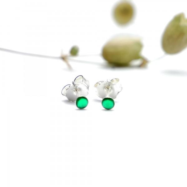 Boucles d'oreilles puces en argent massif 925/1000 et résine vert émeraude collection Niji NIJI 17,00€