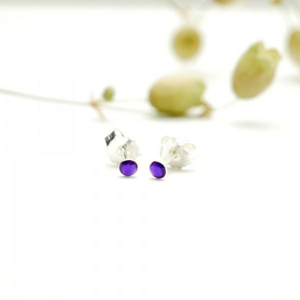 Boucles d'oreilles puces en argent massif 925/1000 et résine violette translucide collection Niji NIJI 17,00€
