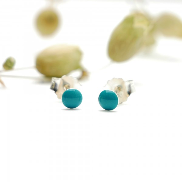 Sterling silver minimalist earrings with turquoise resin NIJI 21,00 €