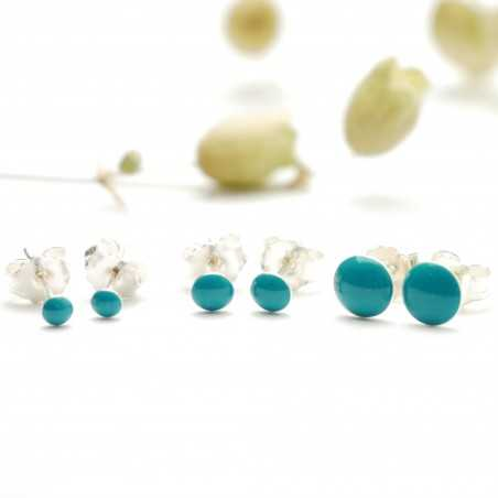 Sterling silver minimalist earrings with turquoise resin NIJI 25,00€