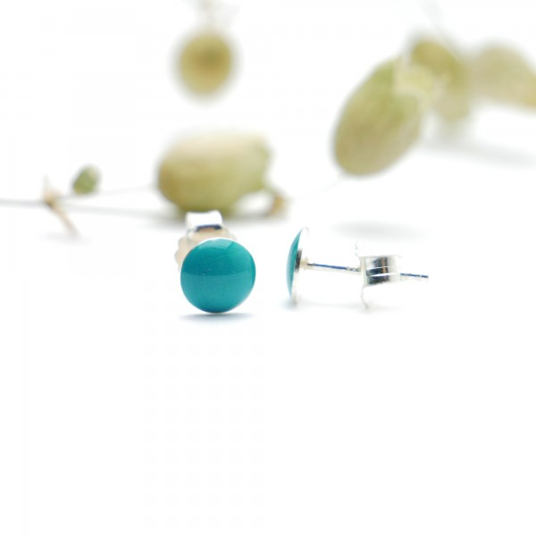 Boucles d'oreilles puces en argent massif 925/1000 et résine turquoise collection Niji NIJI 25,00€