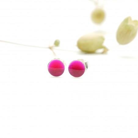 Sterling silver minimalist earrings with fuchsia pink resin NIJI 25,00€