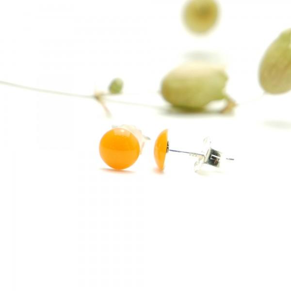 Boucles d'oreilles puces en argent massif 925/1000 et résine orange fluorescent collection Niji NIJI 25,00€