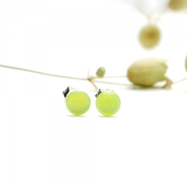 Sterling silver minimalist earrings with fluorescent yellow resin NIJI 25,00 €