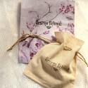 Petites boucles d'oreilles puces en argent 925 et résine rose pailleté collection Niji NIJI