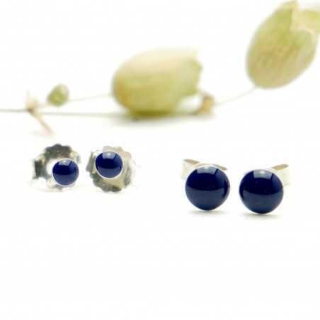 Sterling silver minimalist earrings with navy blue resin NIJI 25,00€