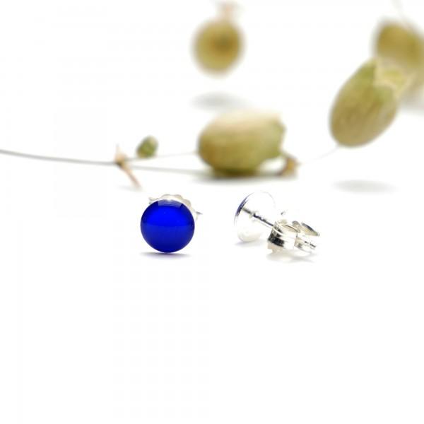 Sterling silver minimalist earrings with electric blue resin NIJI 25,00€