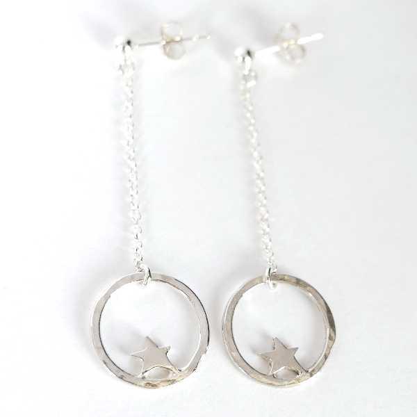 Boucles d'oreilles pendantes Nova en argent massif Nova 57,00€
