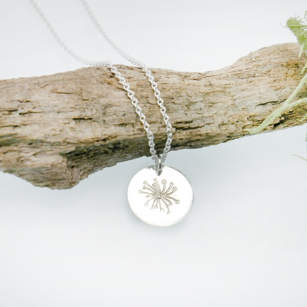 Pendentif minimaliste en argent massif 925/1000 avec motif Drosera chaine ajustable Desiree Schmidt Paris MIN 25,00€