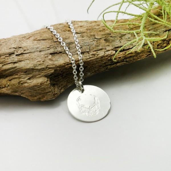 Pendentif minimaliste en argent massif 925/1000 avec motif tête de mort chaine ajustable Desiree Schmidt Paris MIN 25,00€