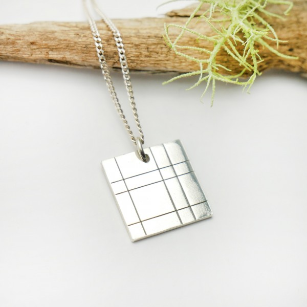 Square pendant on adjustable chain Kilt in solid silver 925/1000 Desiree Schmidt Paris Kilt 47,00 €