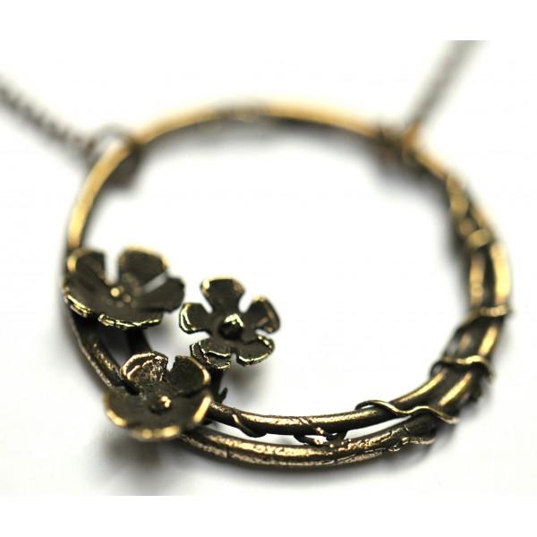 Sakura flower ajustable necklace. Aged bronze. Desiree Schmidt Paris Sakura 57,00€