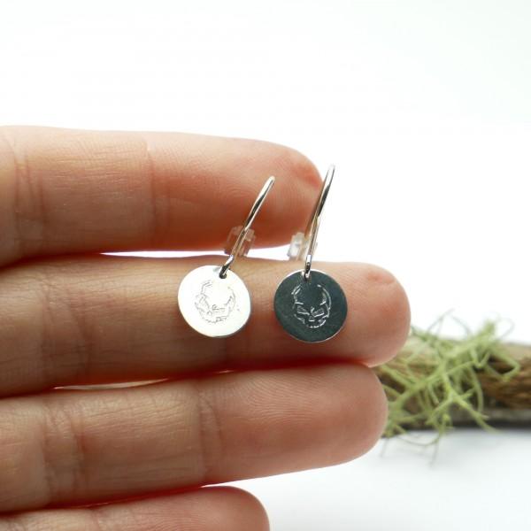 Sterling silver minimalist pendent earrings with skull motive Earrings 27,00€