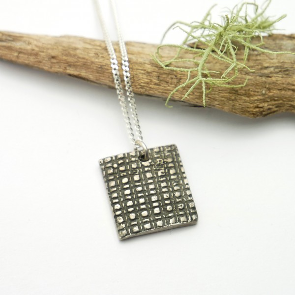 Square pendant on patinated 925/1000 sterling silver chain Home 65,00 €