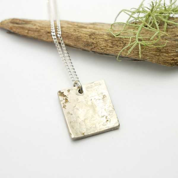 Square pendant on patinated 925/1000 sterling silver chain Home 65,00€