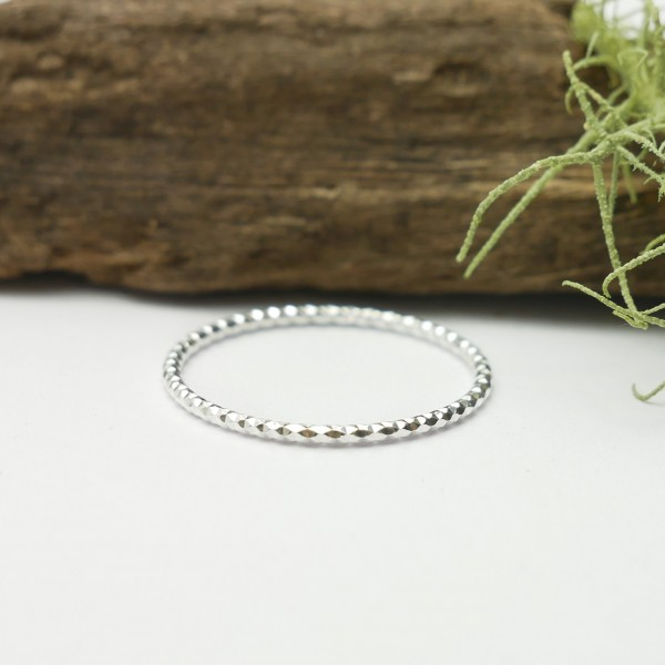 Minimalist faceted 925/1000 silver ring stackable ring Home 17,00 €