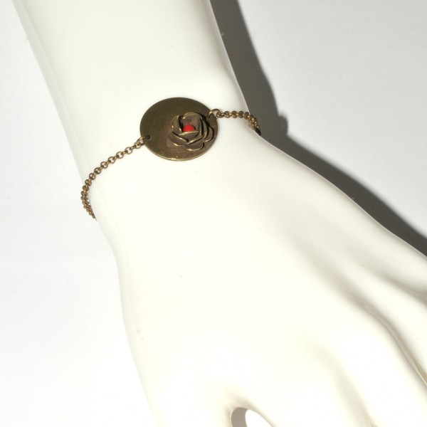 Rose round bracelet with red pearl in aged bronze Rose 35,00€