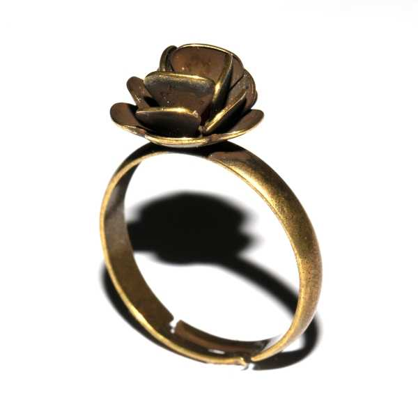 Adjustable Rose ring. Aged bronze. Rose 27,00€
