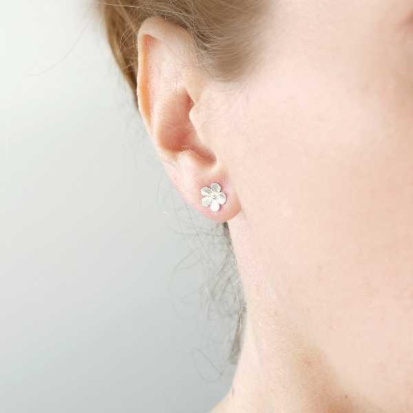 Petites boucles d'oreilles fleurs Sakura en argent 925/1000  Sakura 37,00€