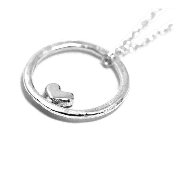 Valentine small reversible heart necklace. Sterling silver. Valentine 39,00€